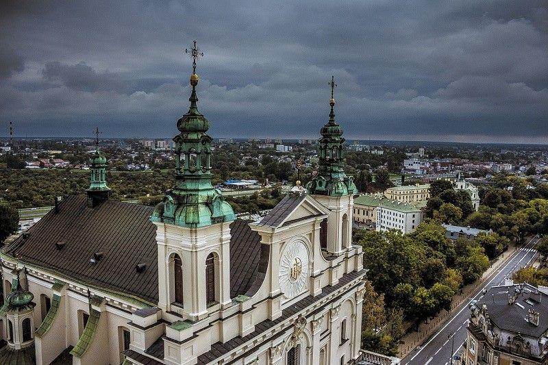 Jeżdżąc taxi busem w Lublinie odwiedź Katedrę