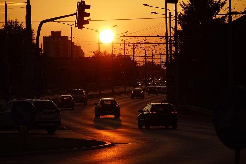 Zachód słońca nad ulicą w Lublinie