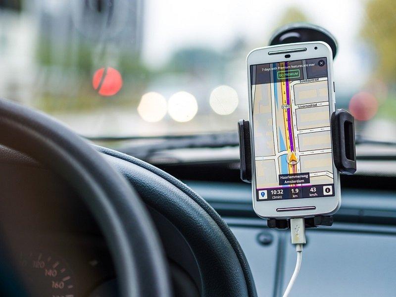 Telefon z nawigacją GPS