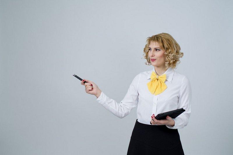 Pracowniczka w koszuli